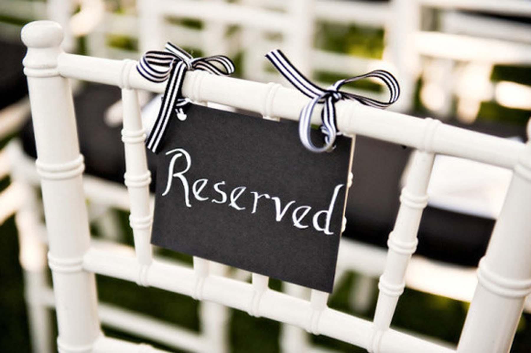 pizarras-para-boda-sillas